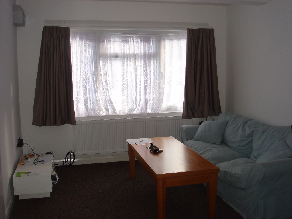 A refurbished very large studio flat in perfect condition.Wow - 5 Star hotel standard accommodation.