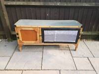 Rabbit/Guinea Pig Hutch (Nearly New)