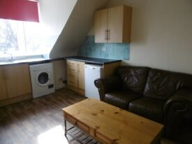 2 bedroom flat in Merkland Road, City Centre, Aberdeen, AB24 3HR