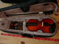 1/16 size violin outfit -rarely available- a great way to start off your toddler(3-5) in music