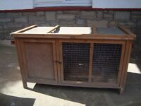 PET/RABBIT HUTCH 4FT LONG 25INCH DEEP 28INCH TALL ONLY £15 FOR QUICK SALE