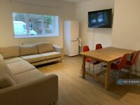 5 bedroom flat in Weddell House, London, E1 (5 bed) (#894065)