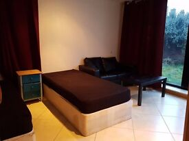 LARGE TWIN ROOM - GARDEN - HOLLOWAY ROAD! ALL INC