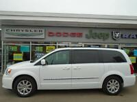 2014 Chrysler Town & Country Touring w Sunroof and DVD player