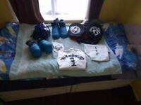 Taekwondo kit with bag and protective gear.