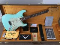 Fender USA Custom Shop 60's RELIC Stratocaster in Surf Green.