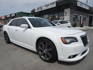2013 Chrysler 300 SRT V8 6.4 L 470 HP (Red Leather, Pano roof, N