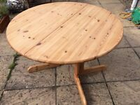 Solid Pine Extending table