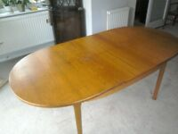 Vintage oval extending table in good condition