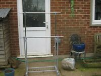 clothes hanger, mobile and with 2 adjustable rails