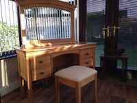 Willis and Gambier dressing table, mirror and stool