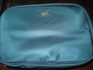 TUMI Voyageur Lima Travel Toiletry Kit. / Travel Purse / Pouch. Voyager Collection. 3 Transparent Pocket. 5.75x8.5 x3.5