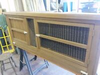 Rabbit hutch in excellent condition 5ft