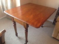 Lovely antique, early Edwardian/late Victorian Pembroke dining table
