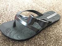 Ipanema flip flops size 3