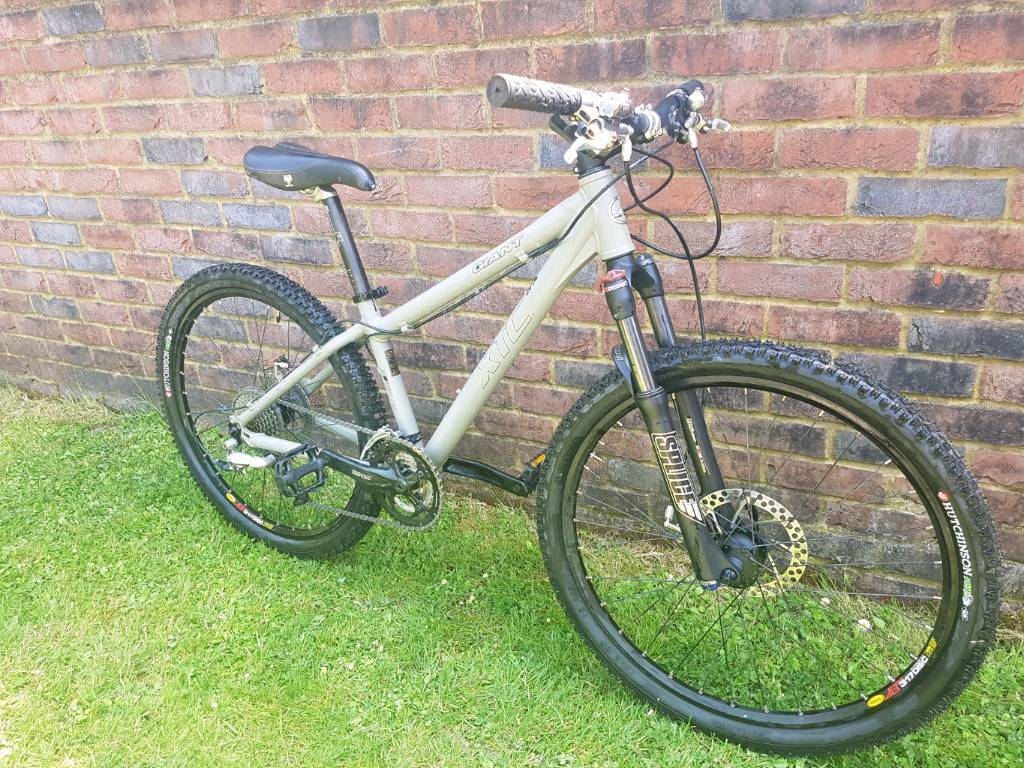 Giant xtc mountain bike hardly used