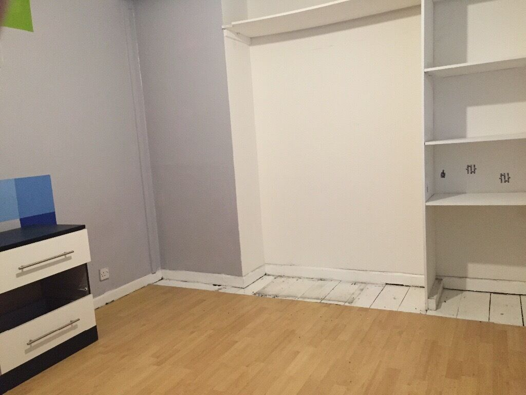 Room to Let in Newly Refurbished House, Dagenham RM10 8QA
