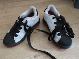 GENUINE WORKING HEELEYS in size 1 - suit boy or girl (black red & white)