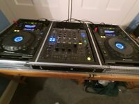 2x pioneer cdj 900, djm 800 mixer and flight case. full dj set up.