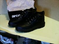 BRAND NEW SIZE 7 MENS BLACK SAFETY WORK BOOTS