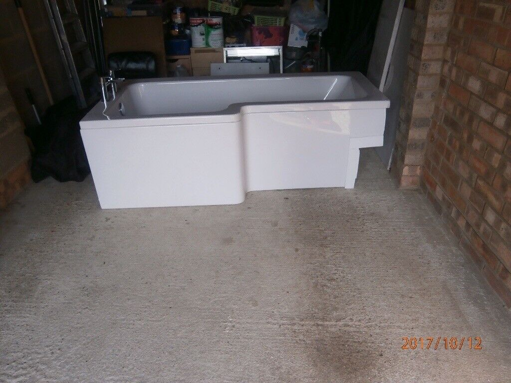 Ivory bath and taps in good condition