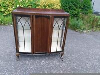 Lovely bookcase / display cabinet / bar;-)