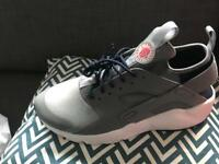 Nike Grey Huarache Men's Size 9 brand new!