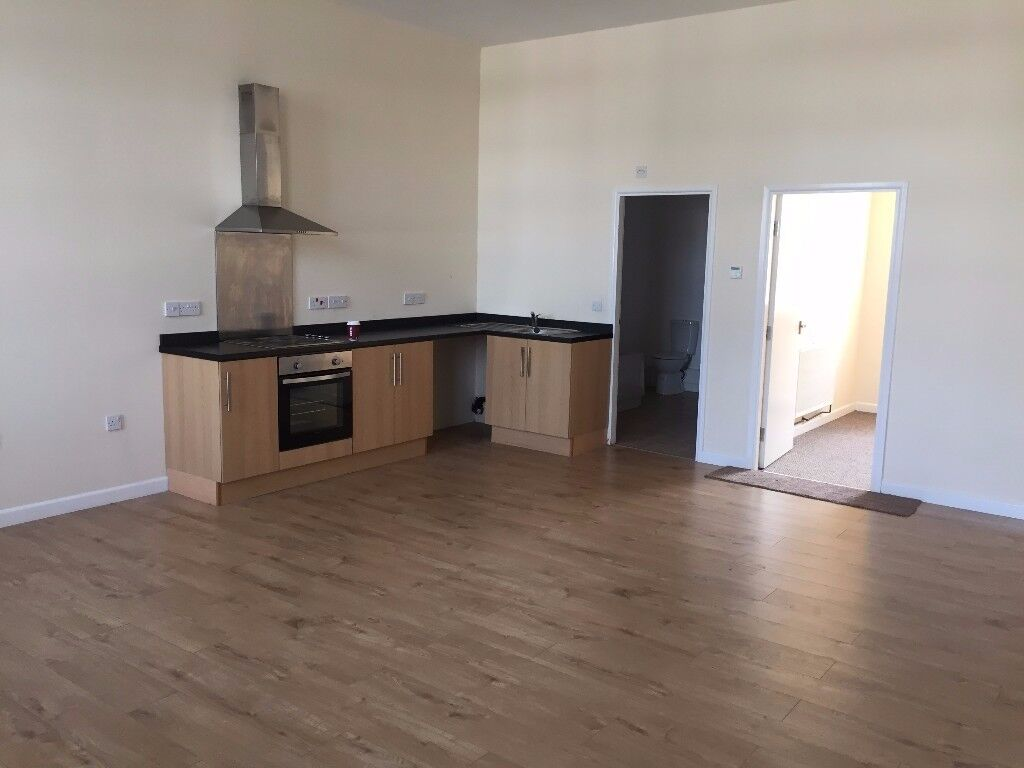 2 Bedroom Flat - Valley Road - Perfect location / Easy Transport