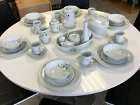 Porcelana Real Brasil 6 Place Dinner Service inc tea set etc - Ingrid Lara