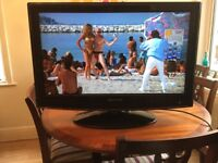 """32"""" LCD TV with Built in DVD"""