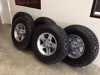 **Full Set of 5 Landrover Defender Dual Finish Alloy Wheels & Goodyear Tyres. Delivery miles only