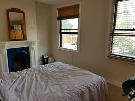 Double bedroom to rent in 2 bed house with garden in East Ham