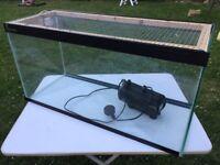 Fish / reptile / gerbil tank with mesh lid