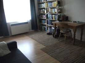 Spacious 2 Bedroom Flat in Sutton on Quiet Road Close To Town Centre With Parking !!!!