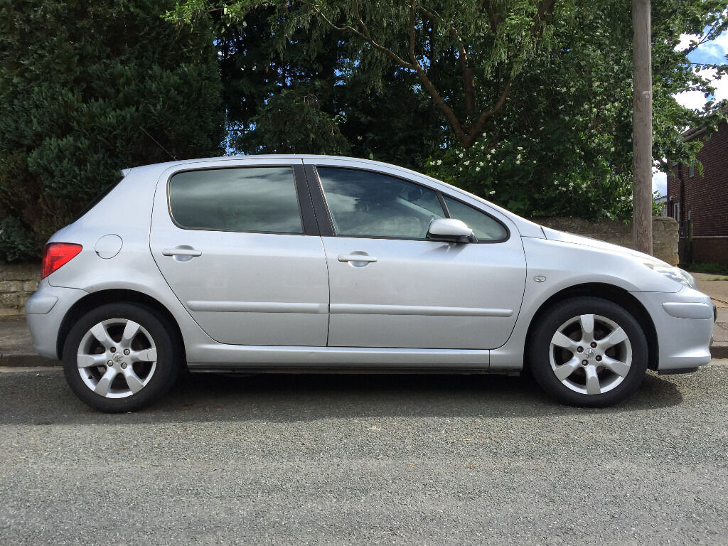 peugeot 307 hatchback 5 doors 2006 petrol 1 6 silver perfect for beginners drives flawless a. Black Bedroom Furniture Sets. Home Design Ideas