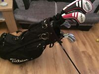 Full set of golf clubs ( very good condition )