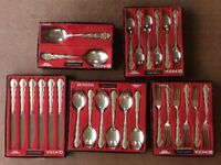 Oneida 'Mansion House' silver plate cutlery set
