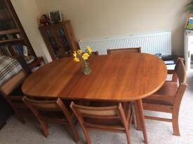 Table & Chairs - £100 ono