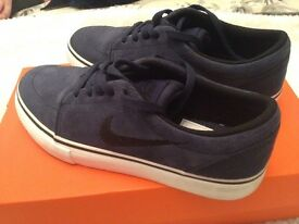 Boys Nike smart trainers size 3 junior. As good as new
