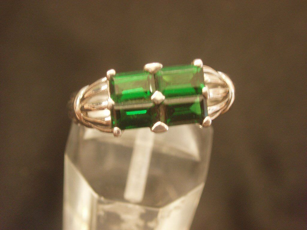 9CT WHITE GOLD CULTURED EMERALD DRESS RING