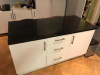 Kitchen granite peninsula / island