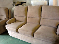 £85 THREE SEATER SOFA AND CHAIR ,VERY GOOD CON SMOKE AND PET FREE BASED IN STOCKPORT POSS DEL