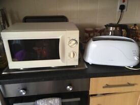 WHITE MICROWAVE AND 4 SLICE TOASTER