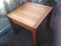 Solid Oak Coffee Table / Lamp Side Table 60 cm square AS NEW condition - Macclesfield £70 ovno