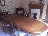 REDUCED PRICE: 8 Seat Dining table & 6 Chairs