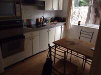 Single room with double bed available in Kilburn