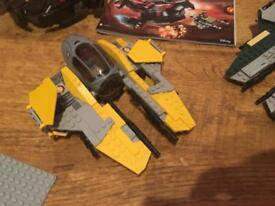 Anakins ship comes with instructions and min figures