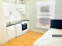 Studio flat in Russell Street, Reading, RG1 (#827116)