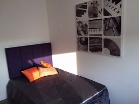 74 Austhorpe Road Room 3, AMAZING NEW EXECUTIVE ROOM AVAILABLE 5/1/17, ALL BILLS INCLUDED