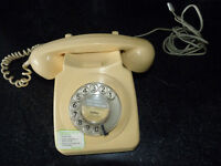 Vintage cream BT dial phone dated 1981